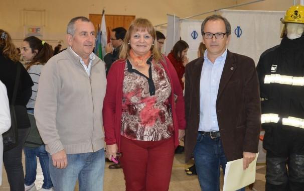 DEBONIS JUNTO A LA DIRECTORA DE EDUCACION, BIBIANA PIELI, Y AL PRESIDENTE DE ROTARY CLUB, RICARDO AIME